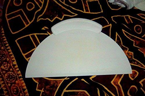 Pampered Chef Pizza Dough Cutter Lifter Or Scraper