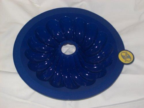 SMARTWARE Cobalt Blue Silicone Bundt Pan 9-inch